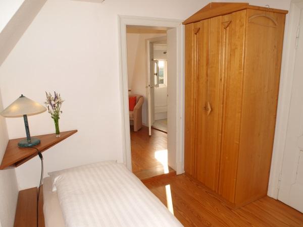 Zwei zusammenhängende Zimmer mit Dusche/-WC